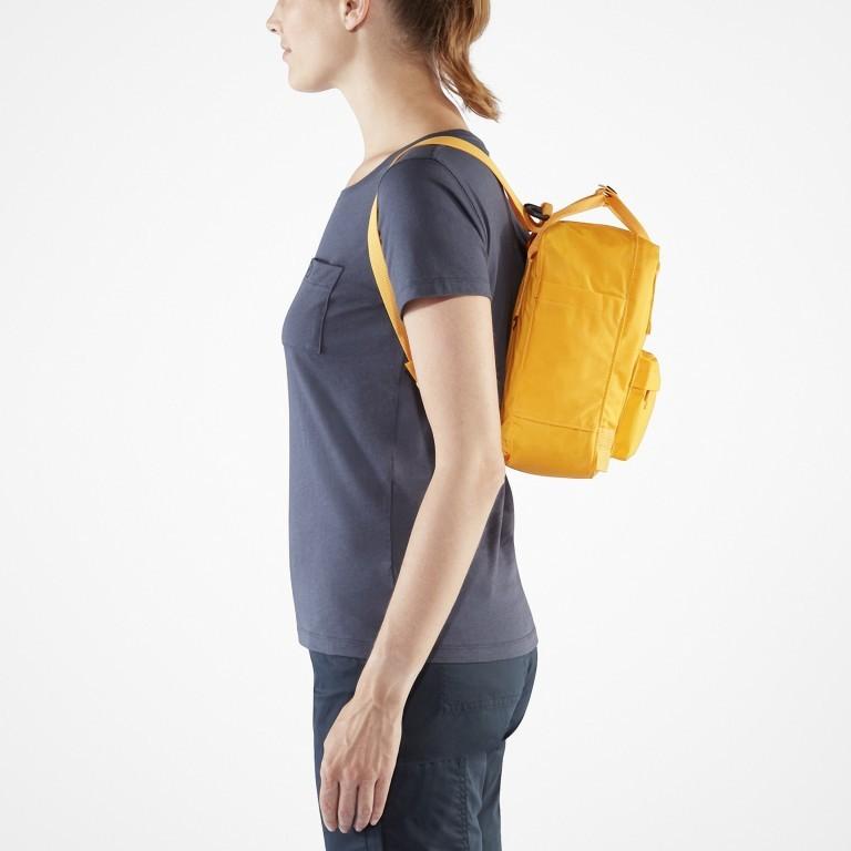 Rucksack Kånken Mini, Farbe: schwarz, anthrazit, grau, blau/petrol, cognac, grün/oliv, rot/weinrot, flieder/lila, rosa/pink, orange, gelb, beige, Marke: Fjällräven, Abmessungen in cm: 20.0x29.0x13.0, Bild 4 von 11