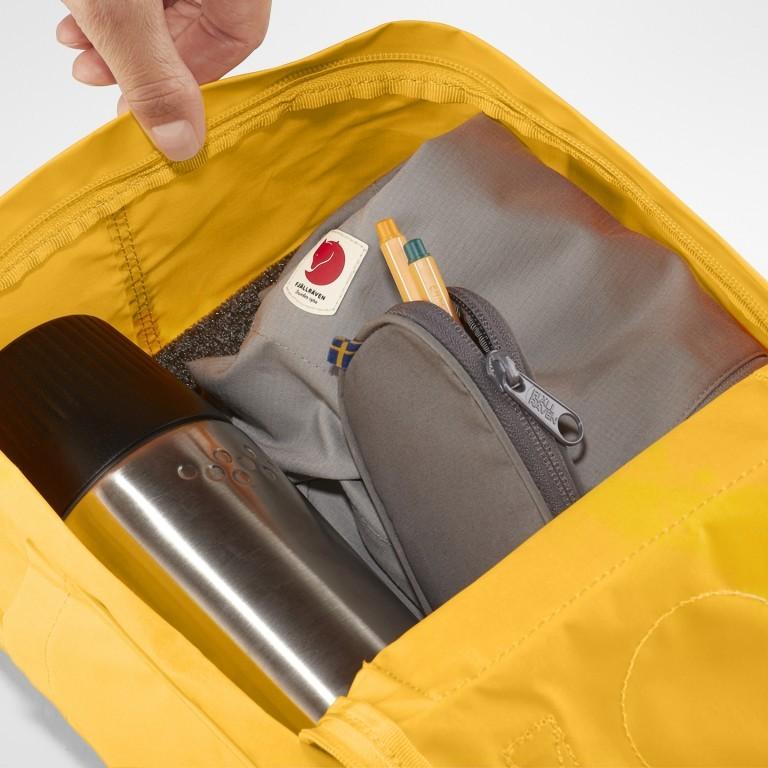 Rucksack Kånken Mini, Farbe: schwarz, anthrazit, grau, blau/petrol, cognac, grün/oliv, rot/weinrot, flieder/lila, rosa/pink, orange, gelb, beige, Marke: Fjällräven, Abmessungen in cm: 20.0x29.0x13.0, Bild 6 von 11