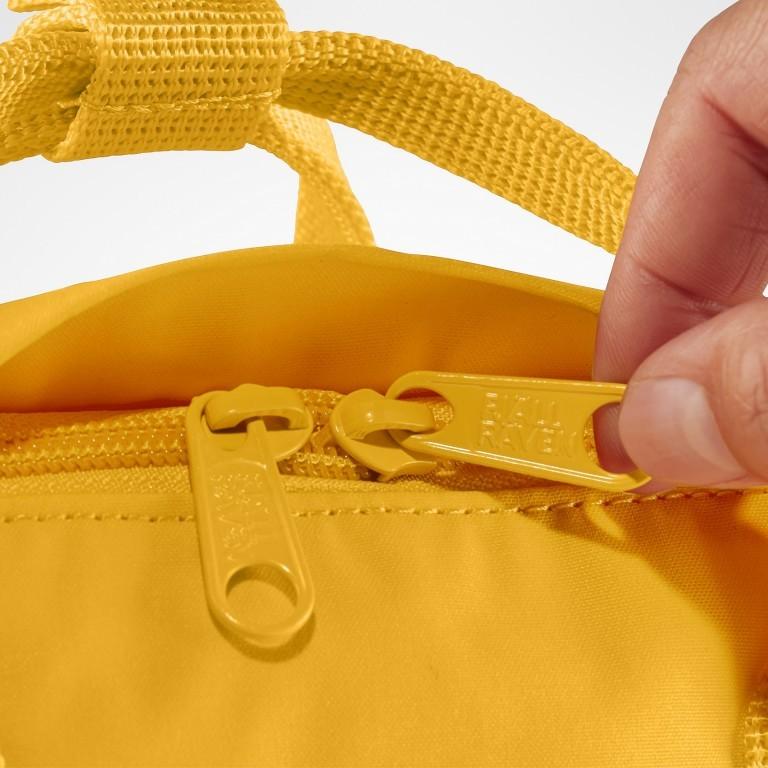 Rucksack Kånken Mini, Farbe: schwarz, anthrazit, grau, blau/petrol, cognac, grün/oliv, rot/weinrot, flieder/lila, rosa/pink, orange, gelb, beige, Marke: Fjällräven, Abmessungen in cm: 20.0x29.0x13.0, Bild 8 von 11