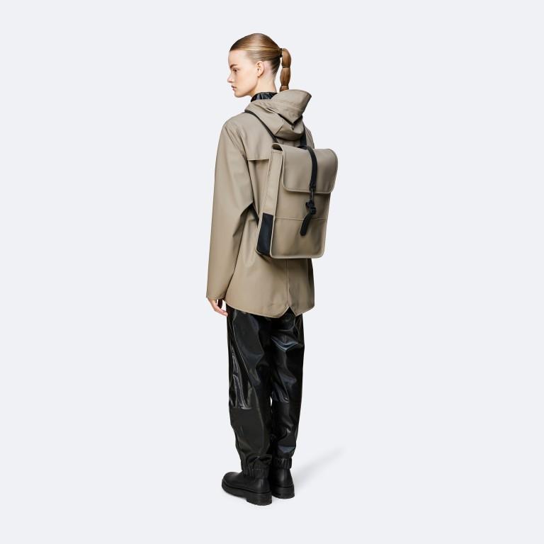 Rucksack Backpack Mini, Farbe: schwarz, anthrazit, grau, blau/petrol, taupe/khaki, grün/oliv, rosa/pink, gelb, beige, weiß, Marke: Rains, Abmessungen in cm: 27.0x39.0x8.0, Bild 3 von 5