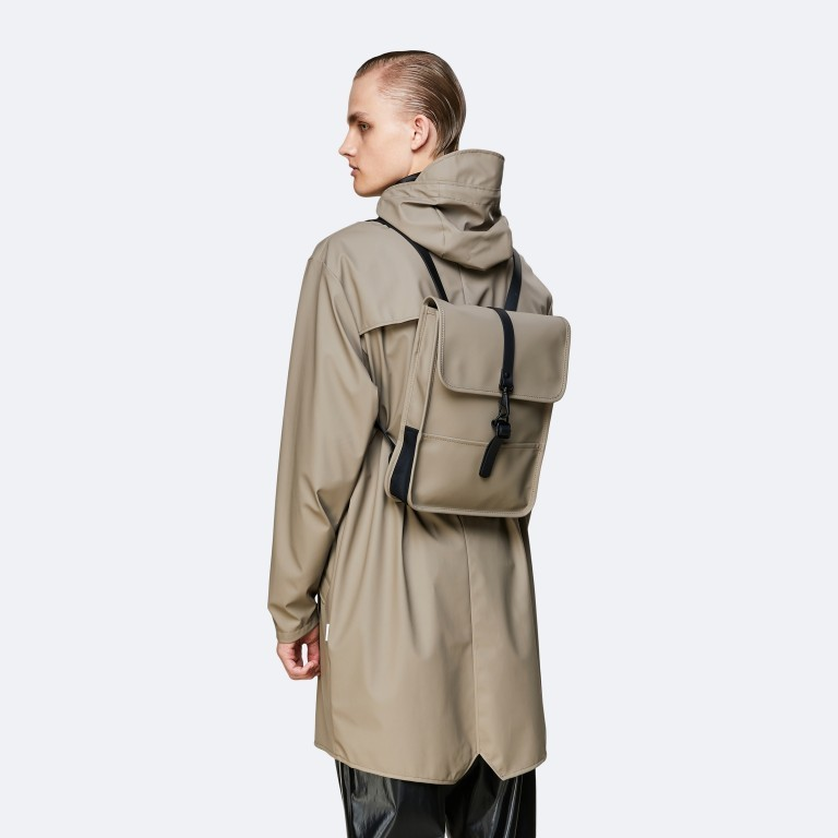 Rucksack Backpack Micro, Farbe: schwarz, blau/petrol, taupe/khaki, beige, Marke: Rains, Abmessungen in cm: 27.0x33.0x7.0, Bild 4 von 5