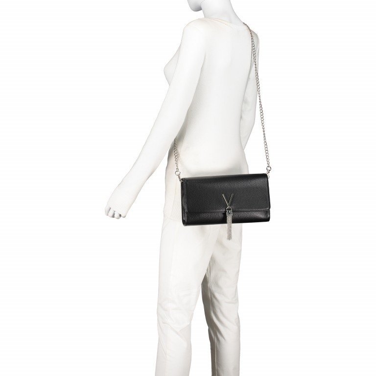 Umhängetasche Divina Nero, Farbe: schwarz, Marke: Valentino Bags, EAN: 8052790167236, Abmessungen in cm: 27.0x16.0x6.0, Bild 5 von 6