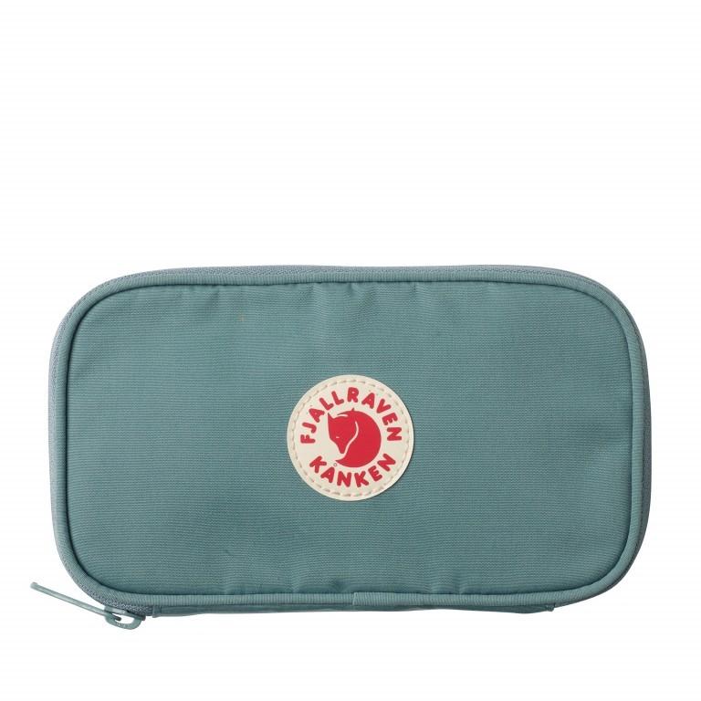 Geldbörse Kånken Travel Wallet Frost Green, Farbe: grün/oliv, Marke: Fjällräven, EAN: 7323450464066, Abmessungen in cm: 20.0x12.0x3.0, Bild 1 von 3