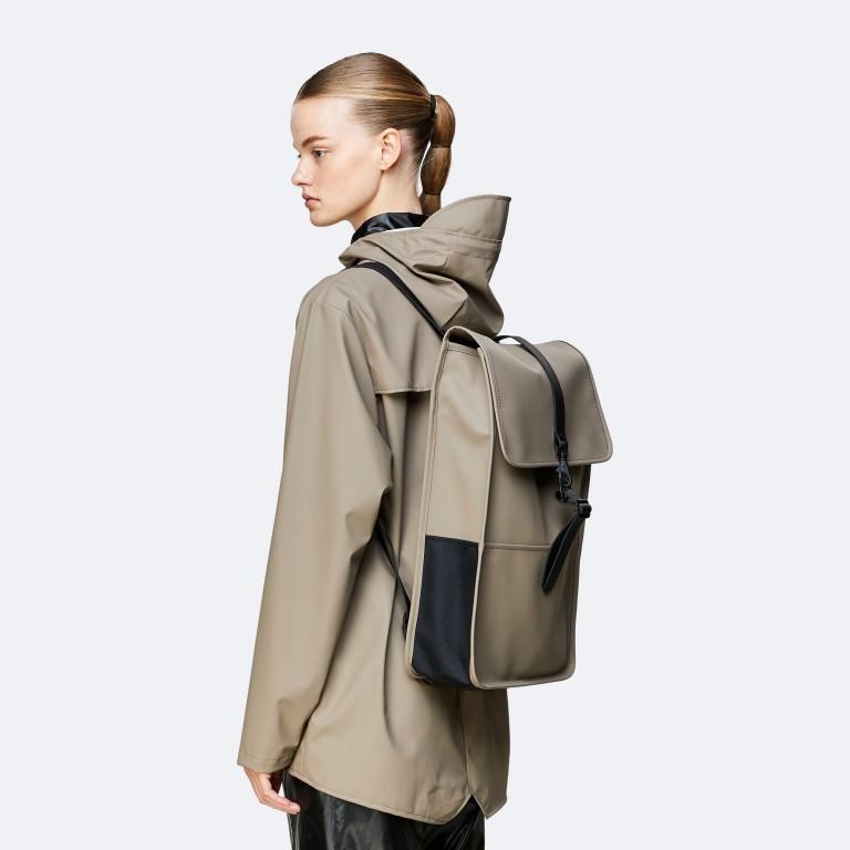 Rucksack Backpack, Farbe: schwarz, anthrazit, blau/petrol, taupe/khaki, grün/oliv, gelb, beige, weiß, Marke: Rains, Abmessungen in cm: 28.5x47.0x10.0, Bild 3 von 5