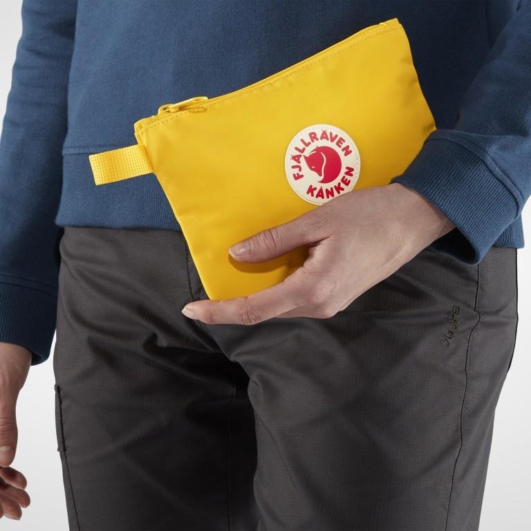 Kosmetiktasche Kånken Gear Pocket, Farbe: schwarz, blau/petrol, grün/oliv, rot/weinrot, gelb, Marke: Fjällräven, Abmessungen in cm: 21.0x14.0x0.5, Bild 3 von 3