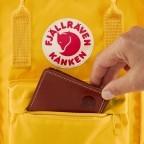 Rucksack Kånken Mini, Farbe: schwarz, anthrazit, grau, blau/petrol, cognac, grün/oliv, rot/weinrot, flieder/lila, rosa/pink, orange, gelb, beige, Marke: Fjällräven, Abmessungen in cm: 20.0x29.0x13.0, Bild 7 von 11