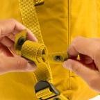 Rucksack Kånken Mini, Farbe: schwarz, anthrazit, grau, blau/petrol, cognac, grün/oliv, rot/weinrot, flieder/lila, rosa/pink, orange, gelb, beige, Marke: Fjällräven, Abmessungen in cm: 20.0x29.0x13.0, Bild 10 von 11